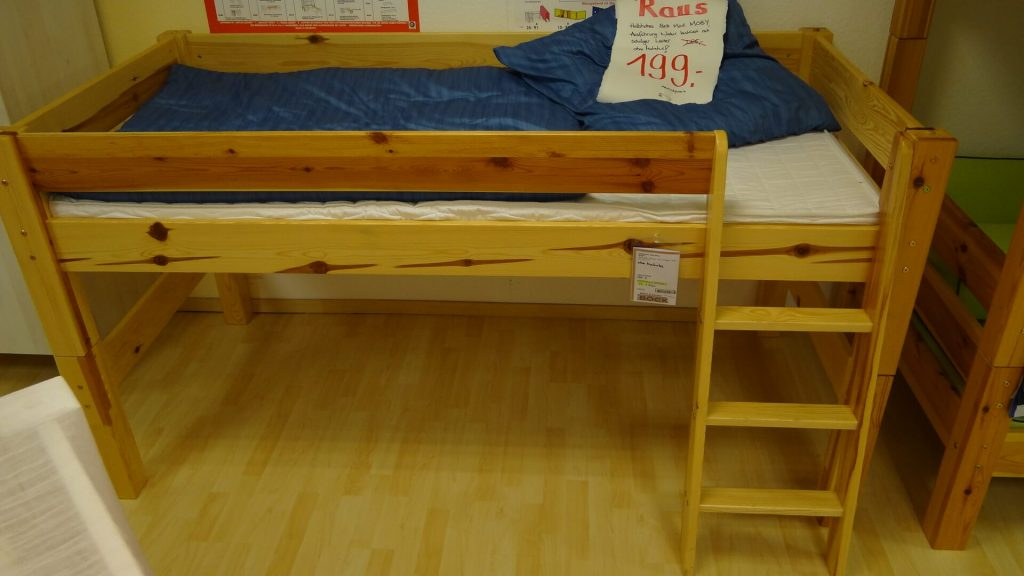 halbhohes kinderbett modell mobby. Black Bedroom Furniture Sets. Home Design Ideas